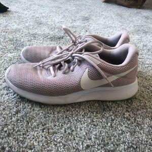 Light pink/ mauve Nike Tanjun shoes